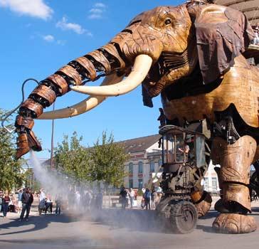 tuyaux flexibles : exemple d'utilisation éléphant Royal de Luxe